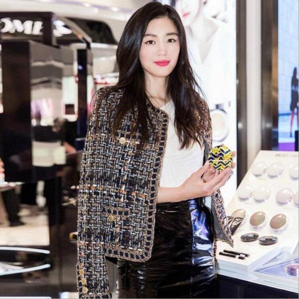 Áo khoác vải tweed: Các nàng sang chảnh nhất showbiz Việt - Hàn đều đang chết mê chết mệt, còn bạn thì sao? - ảnh 20