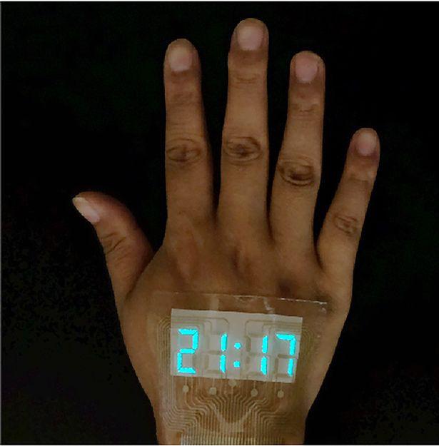 Trung Quốc chế tạo ra màn hình siêu mỏng và dẻo tới mức dán được trên da, xịn y như đồ chơi Iron Man - ảnh 2