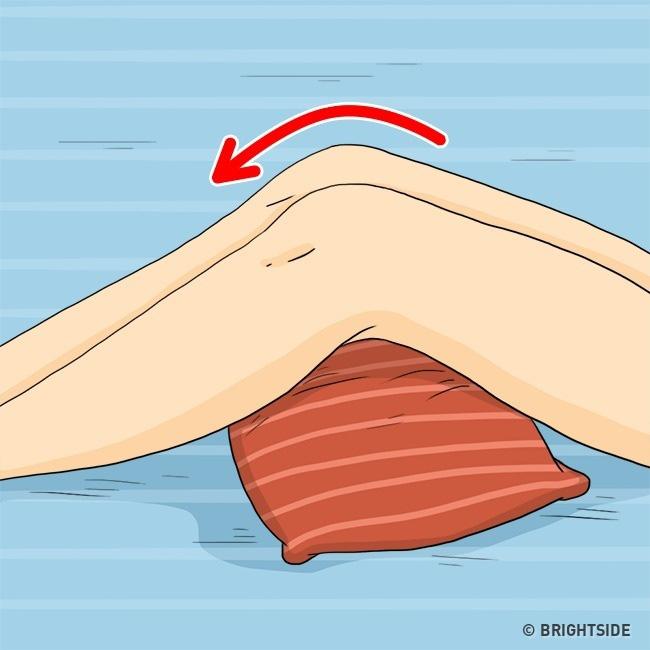 Những tips giúp giảm bớt nếp nhăn xuất hiện từ đầu đến chân cả trong khi ngủ - ảnh 3