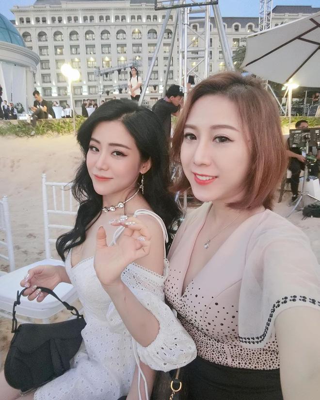 Cặp chị dâu em chồng Đông Nhi - Thoại Liên: Tình cảm thân thiết suốt 10 năm, đến gu thời trang cũng đồng điệu khi cùng mê chiếc túi hơn 80 triệu - ảnh 9