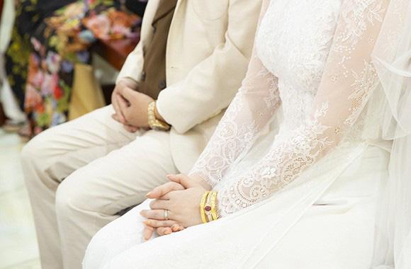 Ngắm trang sức đắt tiền của Bảo Thy trong hôn lễ sáng nay: Kim cương siêu to khổng lồ, vàng đầy cả tay - Ảnh 3.