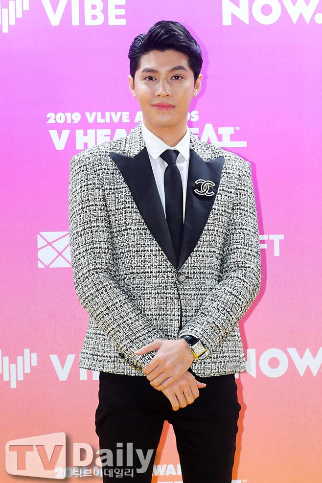 Đọ sắc GOT7 tại thảm đỏ khủng xứ Hàn, Noo Phước Thịnh bất ngờ được loạt báo Hàn gọi là ca sĩ nổi tiếng nhất Việt Nam - Ảnh 4.
