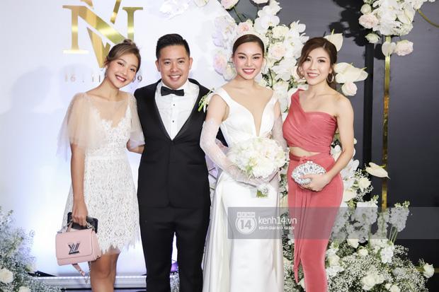 Dàn nghệ sĩ Vbiz nô nức hội ngộ, nhắn nhủ nhiều lời chúc phúc trong đám cưới Giang Hồng Ngọc và ông xã doanh nhân - Ảnh 5.