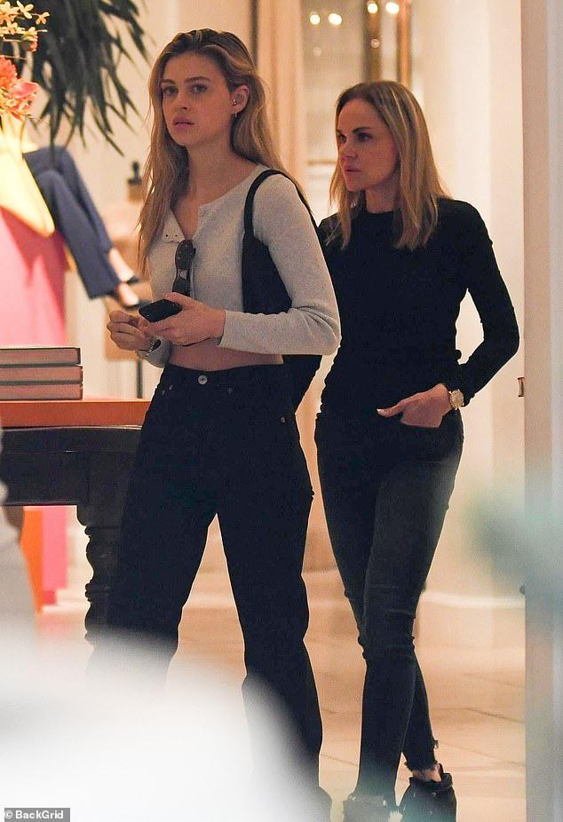 Lần đầu xuất hiện sau tin hẹn hò quý tử Beckham, ái nữ tỷ phú lộ nhan sắc đời thường ra sao? - ảnh 3