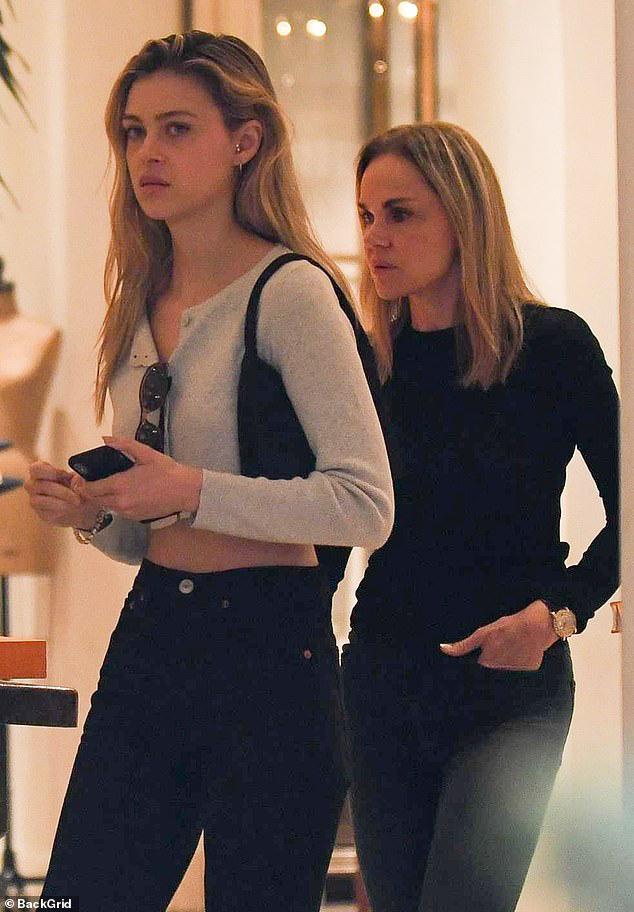 Lần đầu xuất hiện sau tin hẹn hò quý tử Beckham, ái nữ tỷ phú lộ nhan sắc đời thường ra sao? - ảnh 2