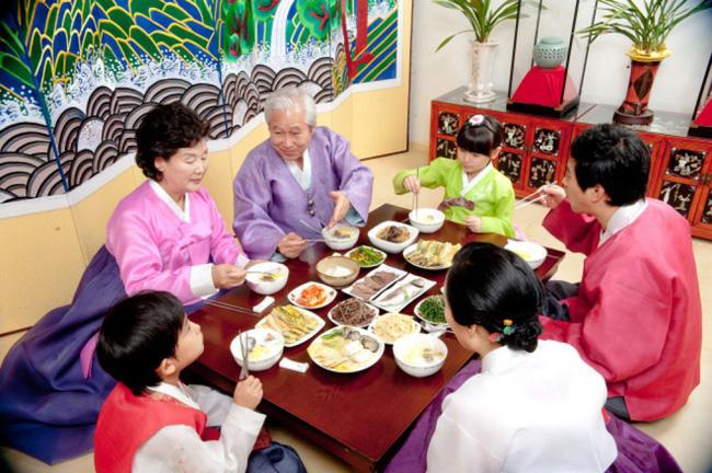 Văn hóa nunchi: Khi sự tinh tế, cách ứng xử khéo léo chỉ gói gọn trong một ánh nhìn nhưng mang lại thành công và hạnh phúc cho người Hàn Quốc - ảnh 4