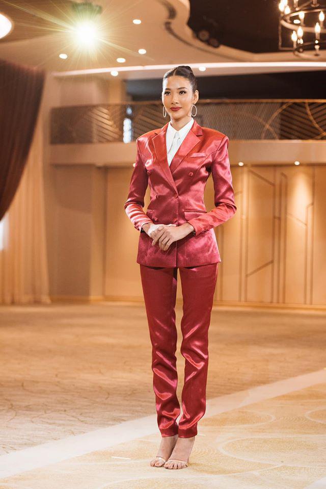 Tương tự Hương Ly, Hoàng Thùy mặc vest đi phỏng vấn thi Hoa hậu và lập tức gây tranh cãi - ảnh 4
