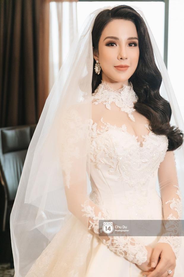 Đến đám cưới Bảo Thy là có thể khẳng định: Hầu hết các cô dâu showbiz Việt đều đu theo xu hướng trang điểm tông cam - ảnh 9