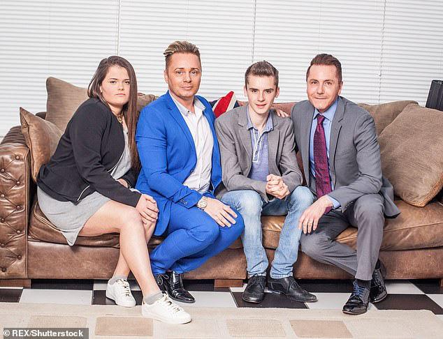 Ông bố đồng tính đầu tiên của nước Anh kết thúc cuộc hôn nhân 32 năm với chồng để cưới... bạn trai của con gái - ảnh 3