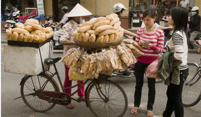 """Câu chuyện về bánh mì nhân thịt truyền thống: Từ món ăn chỉ vài chục ngàn bán đầy đường đến """"siêu sandwich Việt Nam chinh phục thế giới - ảnh 3"""