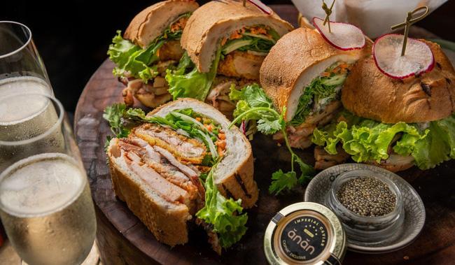 """Câu chuyện về bánh mì nhân thịt truyền thống: Từ món ăn chỉ vài chục ngàn bán đầy đường đến """"siêu sandwich Việt Nam chinh phục thế giới - ảnh 7"""