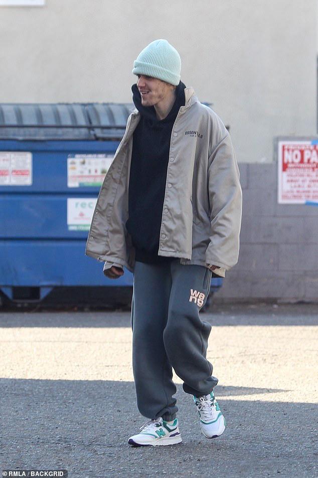 Đúng là chỉ có bà xã Hailey mới làm Justin Bieber cười ngọt như mía như thế này giữa bão scandal - Ảnh 4.