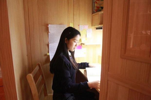 Cận cảnh phòng học khiến con phát điên của giới nhà giàu Hàn Quốc: Phòng tự học kín mít, camera 24/24, muốn đi vệ sinh cũng không ra được - Ảnh 6.