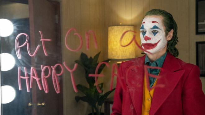 Vừa cán mốc tỉ đô, Warner Bros mạnh mồm xác nhận làm Joker 2: Tiết lộ gã hề sẽ đối đầu trai đẹp Robert Pattinson? - Ảnh 1.