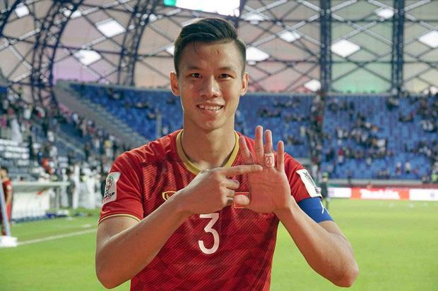 """Quế Ngọc Hải nói về chiếc băng đội trưởng thêu cờ Tổ quốc: """"Tôi muốn mang biểu tượng của dân tộc trên sân khi quyết đấu Thái Lan"""" - ảnh 3"""