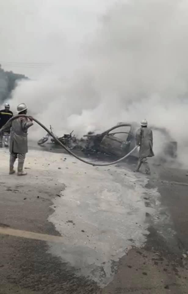 Hà Nội: Ô tô bốc cháy kinh hoàng sau va chạm với xe máy khiến 1 người phụ nữ tử vong, giao thông ùn tắc nghiêm trọng - Ảnh 3.