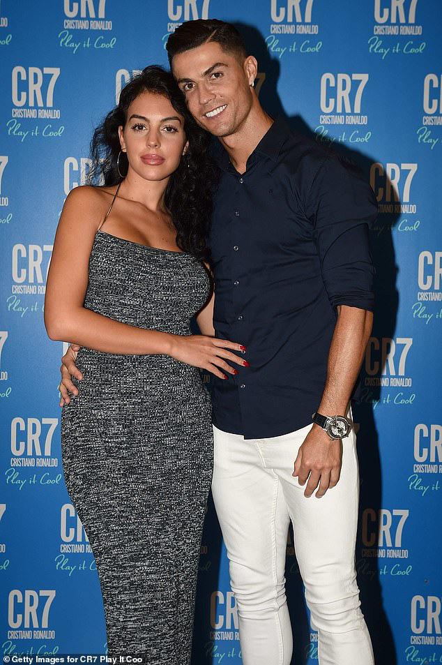 Sau 3 năm hẹn hò rồi sinh con, Ronaldo và bạn gái nóng bỏng cuối cùng đã tổ chức đám cưới bí mật? - Ảnh 1.