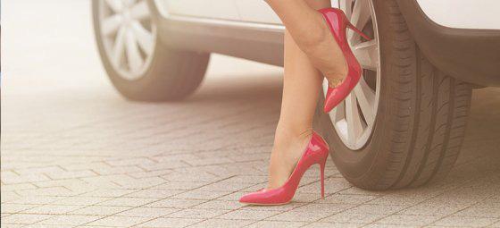 Đi giày cao gót lái ô tô chắc chắn gây nguy hiểm, thà chân đất còn hơn - nhầm tưởng cực lớn có thể khiến người lái xe phải trả giá - ảnh 3