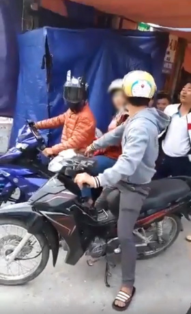 Xôn xao clip chồng bắt quả tang vợ ngồi sau xe trai lạ, người vợ dùng dằng bỏ đi: Bỏ nhau lâu rồi - ảnh 3