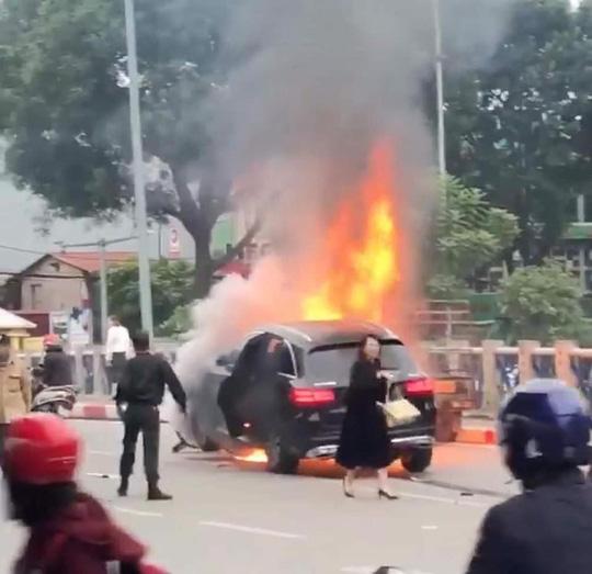 Vụ nữ tài xế đi giày cao gót lái Mercedes gây tai nạn liên hoàn: Nữ nạn nhân tử vong là thạc sỹ, đi du học Hà Lan về - ảnh 3