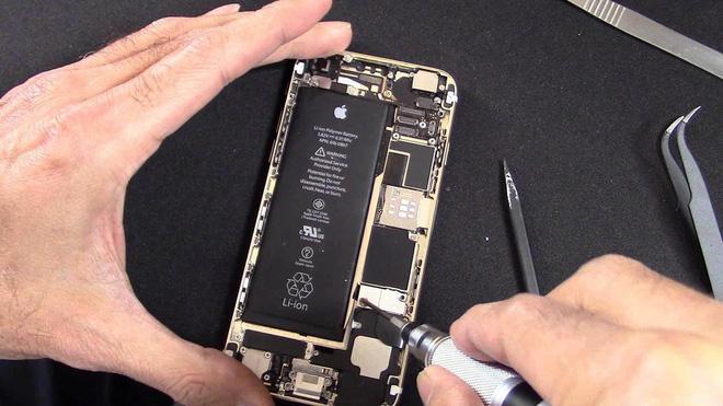 Apple không cho người dùng tự sửa chữa iPhone, vì sợ họ có thể tự làm hại bản thân - ảnh 1