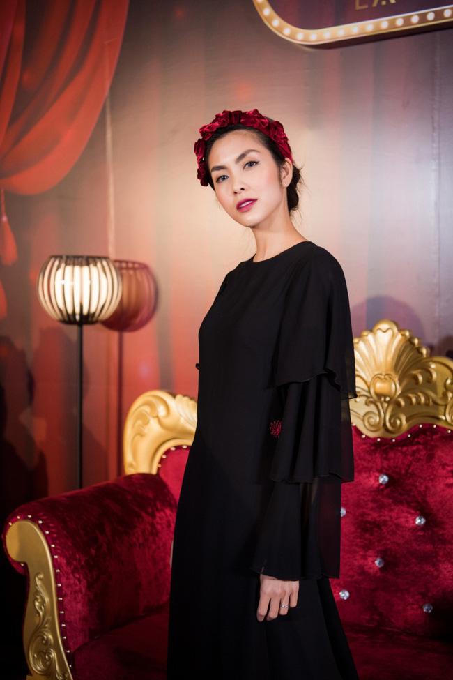 """Cùng diện bờm nhung đỏ: Seulgi lộng lẫy như công chúa Hoàng gia, Hà Tăng biến hóa cực """"nuột"""" - ảnh 6"""