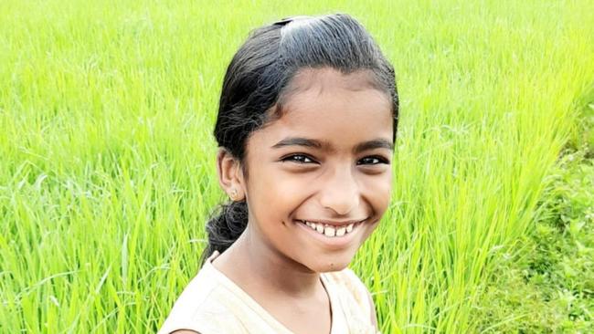 Bé gái 10 tuổi phát hiện trên chân xuất hiện chấm đỏ, nghi ngờ bị rắn cắn nhưng cô giáo không tin, 30 phút sau thì qua đời - ảnh 1