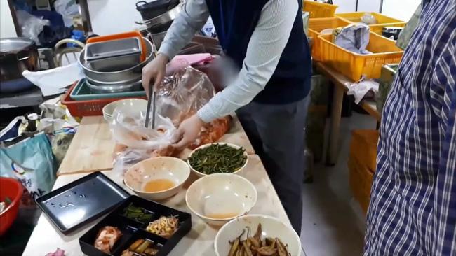 Thâm nhập cửa hàng bán đồ ăn online của Hàn Quốc: Nhếch nhác đến nỗi lên nấm mốc, nghi sử dụng lại đồ ăn thừa của khách - ảnh 6