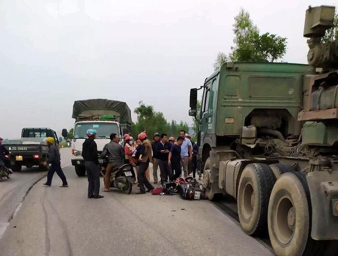Nghệ An: 2 nữ sinh đâm trực diện xe container nguy kịch - Ảnh 1.