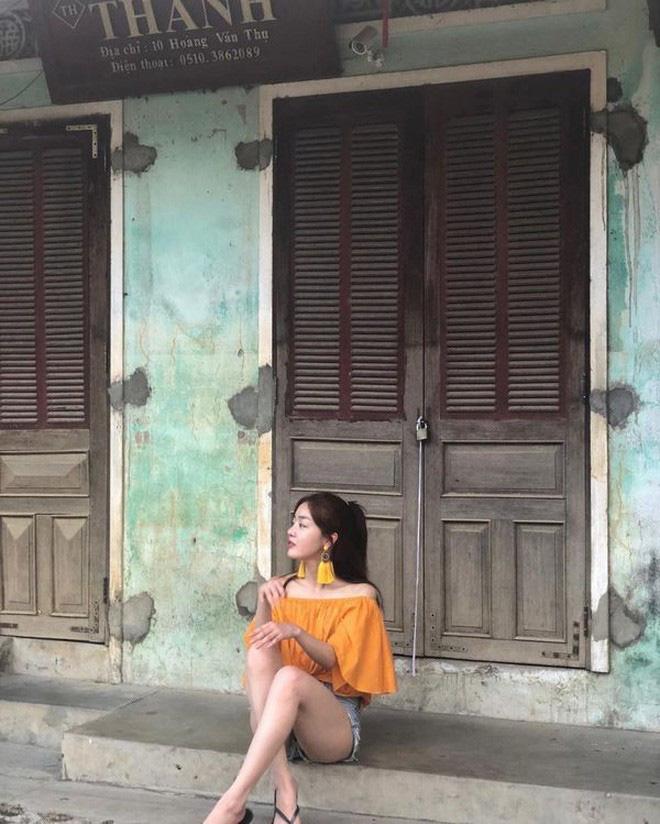 Street style sao Hàn khi sang Việt Nam: Nhìn là thấy cả một bầu trời giản dị - Ảnh 7.