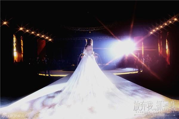 10 cô dâu đẹp nhất trên màn ảnh: Lưu Diệc Phi trong sáng thuần khiết, Jun Ji Hyun kiêu sa sang chảnh - Ảnh 18.
