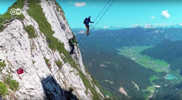 Đoạn clip chinh phục nấc thang lên thiên đường ở Áo khiến dân tình rụng rời chân tay, thu về cả chục triệu view chỉ sau vài ngày - Ảnh 6.