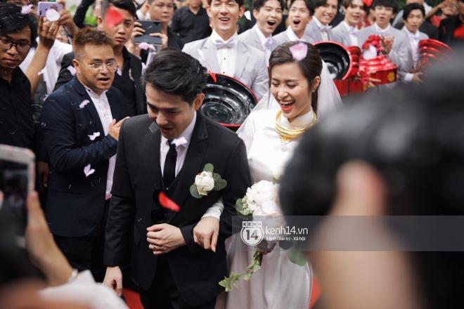 Bao nhiêu lần làm đám cưới giả trên sân khấu, hôm nay Đông Nhi - Ông Cao Thắng chính thức trở thành cô dâu chú rể hạnh phúc nhất showbiz rồi! - ảnh 6