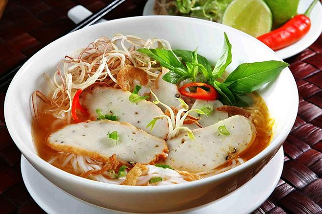 Đến dự đám cưới Đông Nhi - Ông Cao Thắng nhưng nếu ăn nhà hàng chưa đã thì quan viên hai họ có thể tham khảo ngay foodtour này - Ảnh 4.