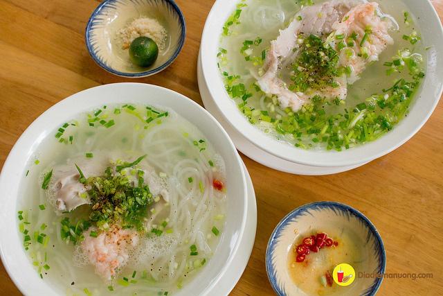 Đến dự đám cưới Đông Nhi - Ông Cao Thắng nhưng nếu ăn nhà hàng chưa đã thì quan viên hai họ có thể tham khảo ngay foodtour này - Ảnh 1.