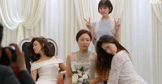 Cười rụng nụ với những đám cưới có 1-0-2 trên phim Hàn: Chị dâu xấu tính bị hội em chồng dằn mặt cướp sạch spotlight! - Ảnh 5.