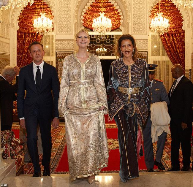 Dự tiệc tại cung điện hoàng gia, Ivanka Trump bị chê xuống sắc với vẻ ngoài kỳ lạ, nghi vấn mang thai lần 4 - ảnh 3