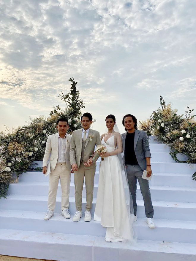 Cập nhật: 200 sao Việt xúng xính váy áo dự đám cưới đẹp như mơ của Đông Nhi - Ông Cao Thắng - ảnh 4