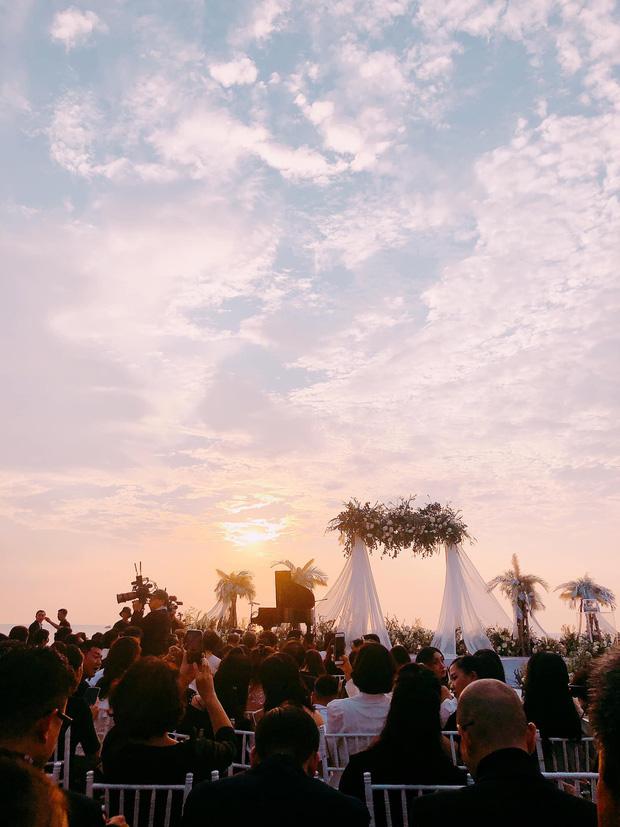 Trọn vẹn bầu trời hoàng hôn Phú Quốc trong lễ cưới Đông Nhi - Ông Cao Thắng gây bão MXH: Ý đồ cô dâu chú rể ấp ủ bao lâu nay đã thành hiện thực! - Ảnh 6.