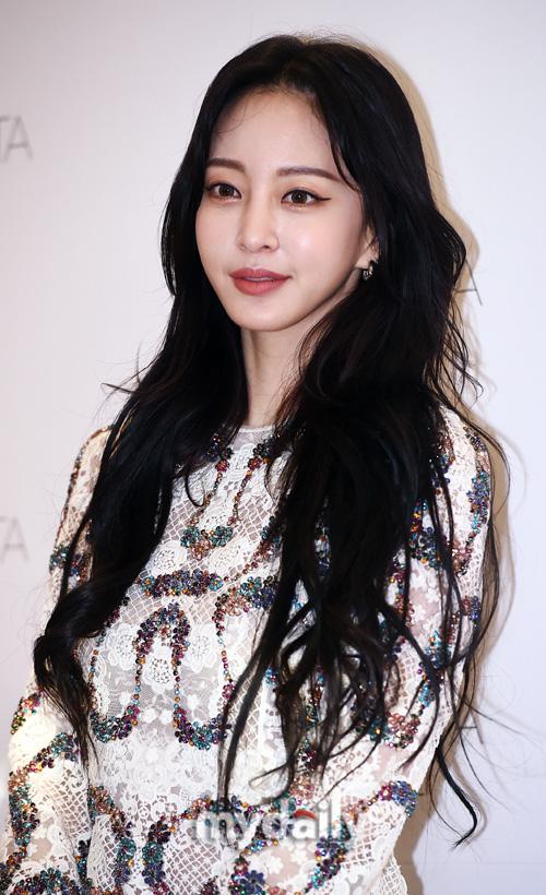 """Mỹ nhân Han Ye Seul gây choáng với body siêu nuột dù đã U40, nhưng khuôn mặt """"bóc mẽ"""" luôn dấu hiệu dao kéo quá đà - ảnh 5"""