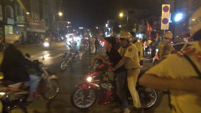 Gần 100 người đi bão ở trung tâm Sài Gòn bị CSGT xử lý sau khi Việt Nam vô địch SEA Games 30 - ảnh 3