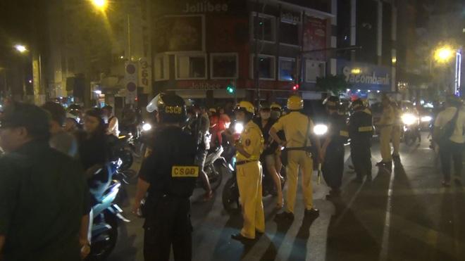 Gần 100 người đi bão ở trung tâm Sài Gòn bị CSGT xử lý sau khi Việt Nam vô địch SEA Games 30 - ảnh 1