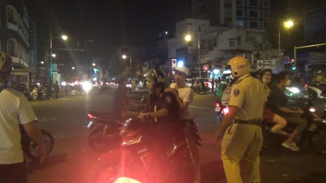 Gần 100 người đi bão ở trung tâm Sài Gòn bị CSGT xử lý sau khi Việt Nam vô địch SEA Games 30 - ảnh 2