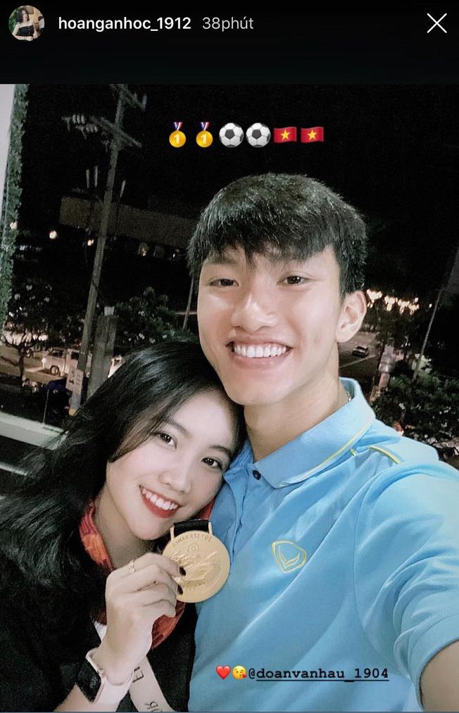 Đoàn Văn Hậu hẹn hò đêm khuya cùng bạn gái xinh đẹp ngày vô địch SEA Games - ảnh 1