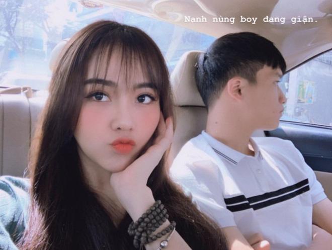 Chẳng riêng bạn gái Văn Hậu, người yêu của nam thần Hoàng Đức cũng chiếm spotlight khi ra sân cổ vũ bạn trai - ảnh 7