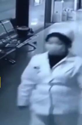 Bé gái sơ sinh đột ngột mất tích, phía bệnh viện phủ nhận liên quan đến nữ y tá ẵm đứa bé ra ngoài - ảnh 1
