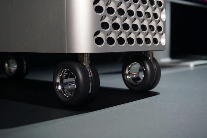 Đẳng cấp của Apple: Một cái bánh xe giá hơn 9 triệu, khăn lau màn hình cũng phải 7749 bước để vệ sinh cho sạch - ảnh 3