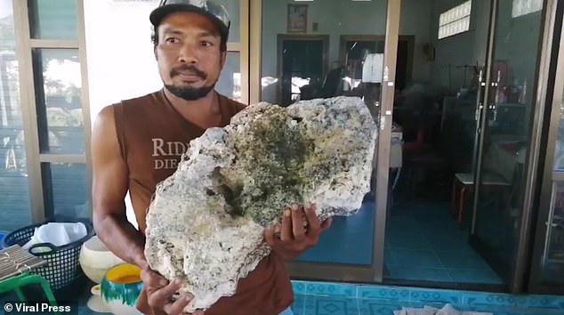 Anh chàng nhặt rác trên biển vô tình trở thành triệu phú sau khi tìm thấy bãi nôn trị giá 16 tỷ của cá voi - ảnh 1