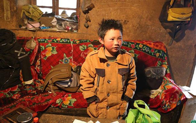 Cậu bé đi bộ 4,5 km đến trường dưới trời đông -8°C khiến đầu đóng băng ngày ấy: Gia cảnh giờ đã khác nhưng lại gây tranh cãi - ảnh 1
