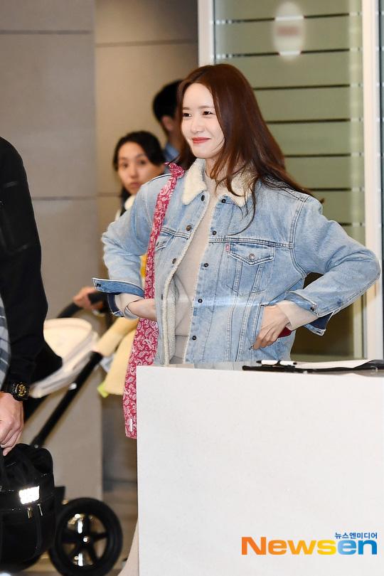 Nữ thần Yoona khoe sắc tại sân bay: Ăn mặc đơn giản mà sao xinh quá đỗi, ảnh fan chụp thôi mà đẹp tựa cảnh phim - ảnh 6
